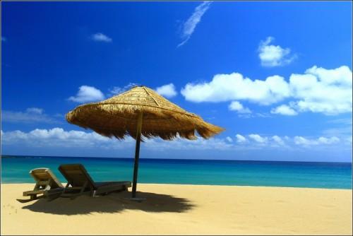 墾丁夏都沙灘酒店外的沙灘一景,彷彿像幅畫,將美景凍結在這一刻