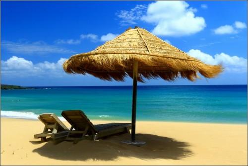 墾丁夏都沙灘酒店-怎麼照都像是南洋風...雖然在墾丁的豔陽下,沙灘是熱的,陽光是熾烈的,可是在遮陽傘下,彷彿可以擋掉絕大部分的熱度