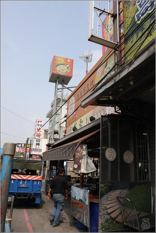 這是老店(本店),位於里港大橋過去後約五六分鐘車程