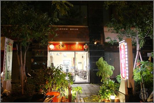 趙老大店門口,由於來的那天下雨颱風來,沒什麼生意