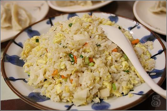 高麗菜炒飯,這個倒是很好吃,味道夠且香味十足