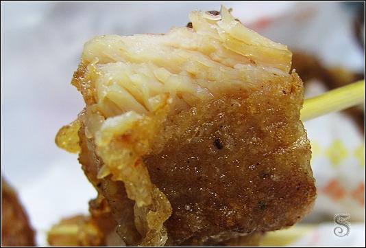 奶妹卡好翡翠雞排近拍,肉質很鮮嫩