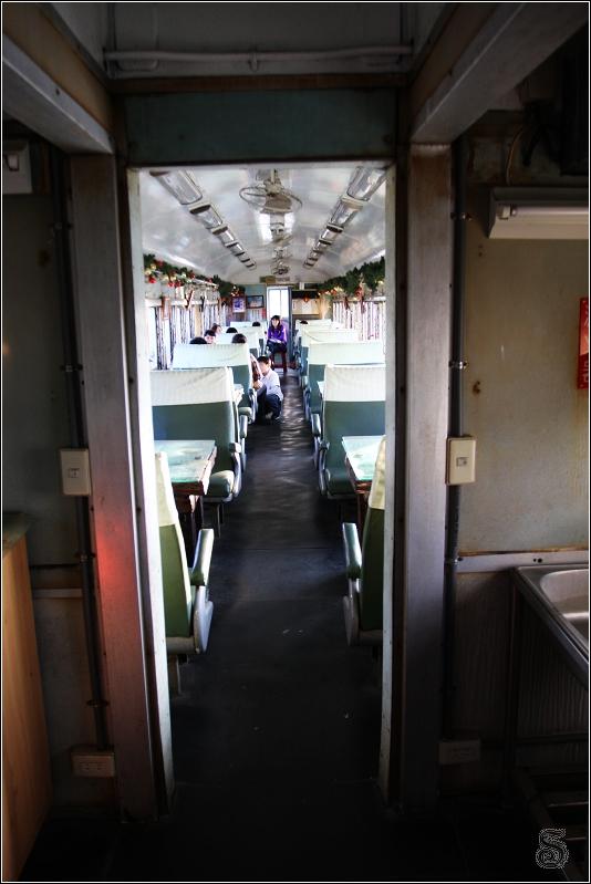 走進車廂,很有火車感覺~~啊! 這就是火車車廂咩~~~:P
