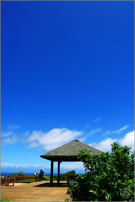 旭海大草原第二個涼亭,這邊很靠近東岸,清楚看到海岸線