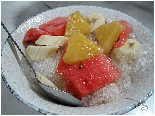 刀削水果冰,蠻大一碗!