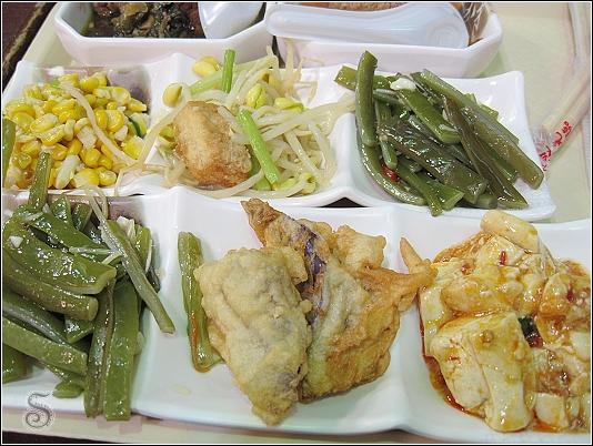 點完一個主餐可選三道小菜