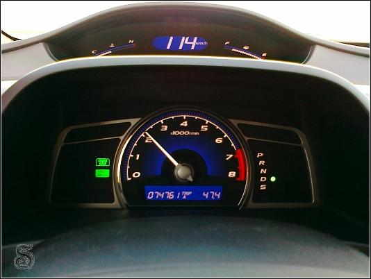 定速裝置打開! 那二個燈代表定速啟用且正依照設定速度奔跑...