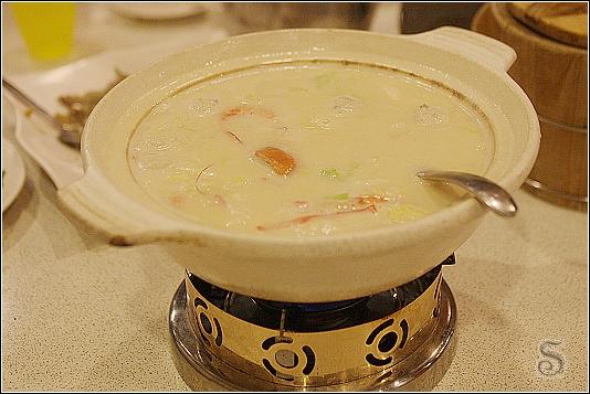 牛奶海鮮鍋,超大一盆的!