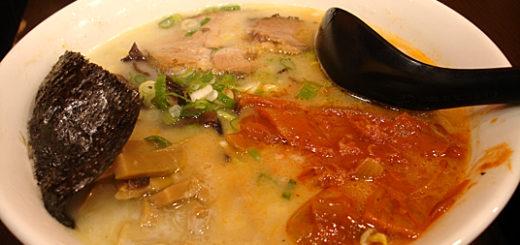 泡菜拉麵,基本配料都一樣,差別在湯頭與泡菜