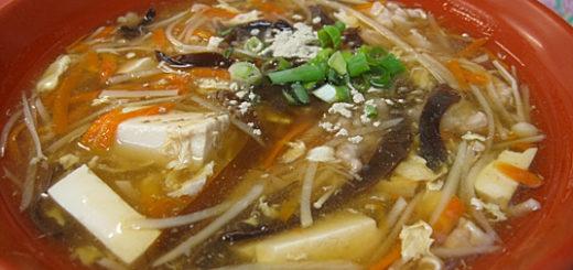 酸辣湯,胡椒的辣味夠勁,喝這碗湯讓我一直流汗...XD