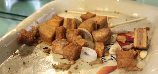 店家後來請我們吃的芋頭餅和手工黑輪,芋頭餅好吃!