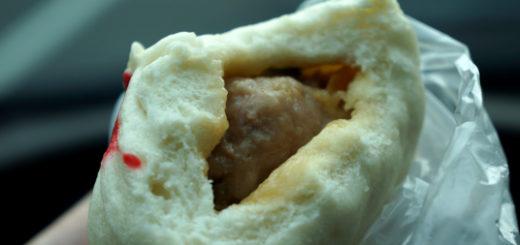 肉包的皮,厚很多,內餡覺得就被擠壓的好小...
