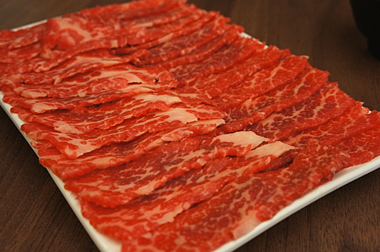 霜降牛肉肉盤,這一盤肉片很多,價格也高一些。