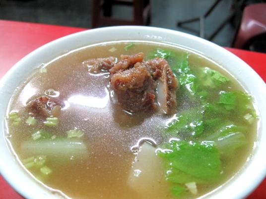 排骨酥湯,湯頭一樣有蘿蔔湯的甜味,裡頭也是蘿蔔而非冬瓜塊