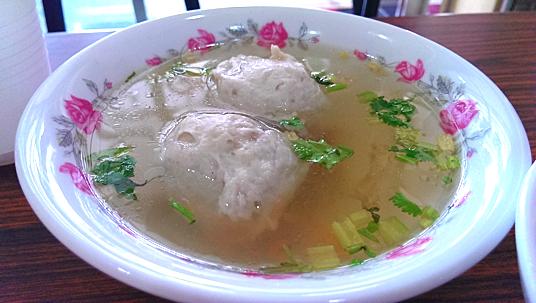福州丸湯,二顆丸子很扎實,湯頭則是普通,油膩度適中