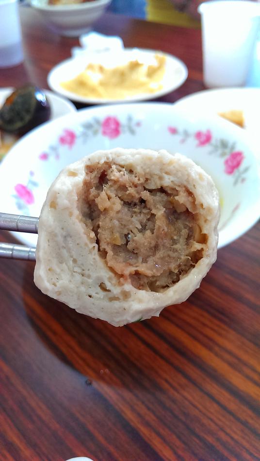 福州丸扎扎實實,中間是實心內餡,不過印象中福州丸的內餡要有點湯汁?