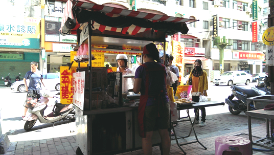 小攤位一個,賣的也只有水煎餃,不過來買的人真的頗多