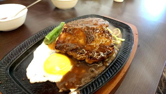 豬排,這個豬排肉質硬、乾,吃起來像是在吃口香糖,要咀嚼很久