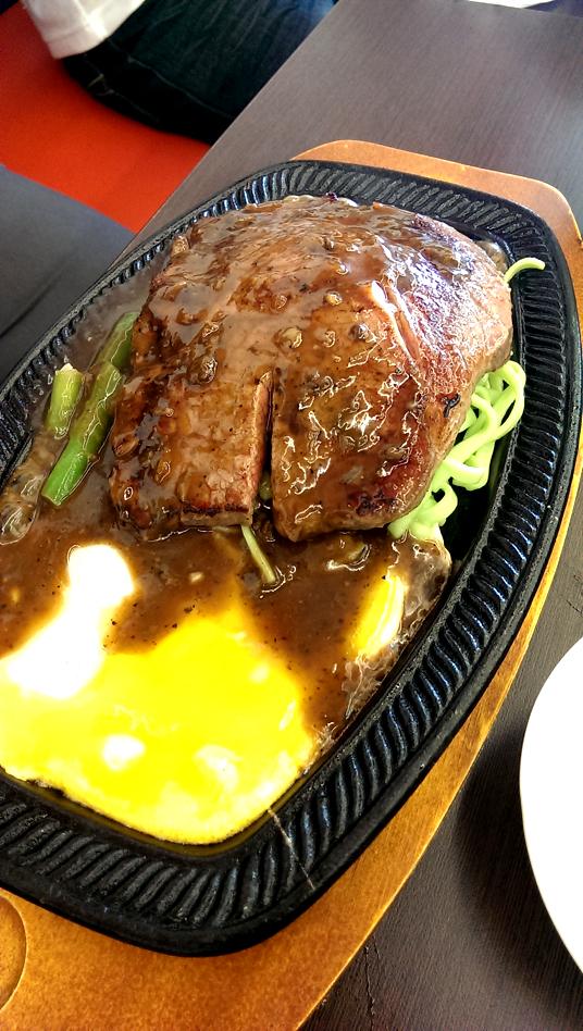 牛排,吃起來有點潤潤的感覺,略硬略乾