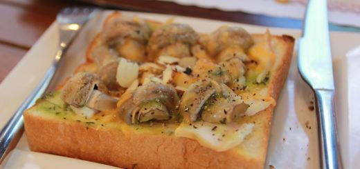 青醬燻雞蘑菇厚片,青醬味道不濃,蘑菇多