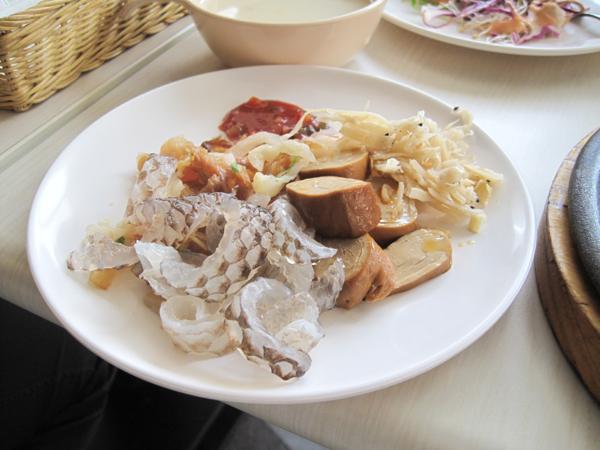 我們當天來的目的是吃肉吃到飽,所以沙拉吧部分就點到為止...嗯,我是說我啦!
