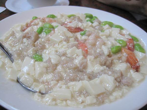 蝦仁豆腐,整體份量多。蝦子約有十隻,豆腐、碎肉頗多。整體口味不重....