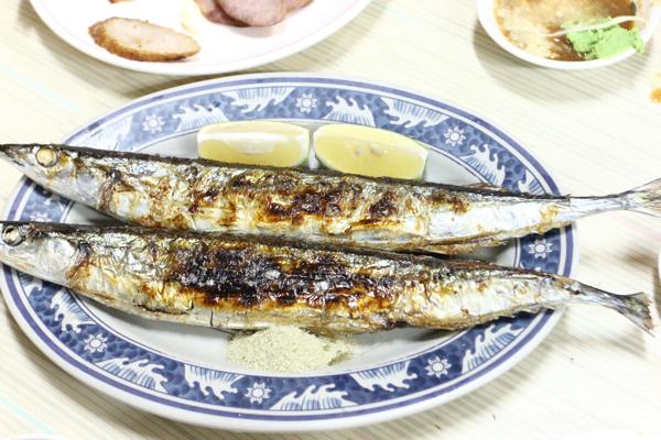 烤秋刀魚,這種燒烤的略久,我們桌上的東西快吃完才送上