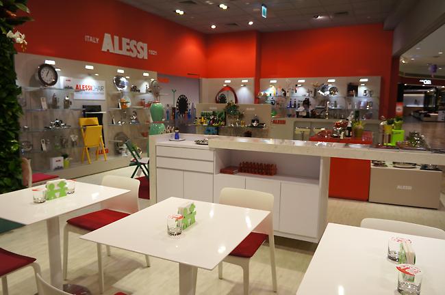 餐廳一景,可以直接看到高雄-夢時代ALESSI的櫃子