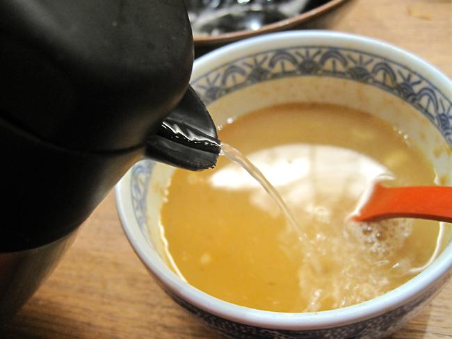 可以拿高湯直接加入醬汁...