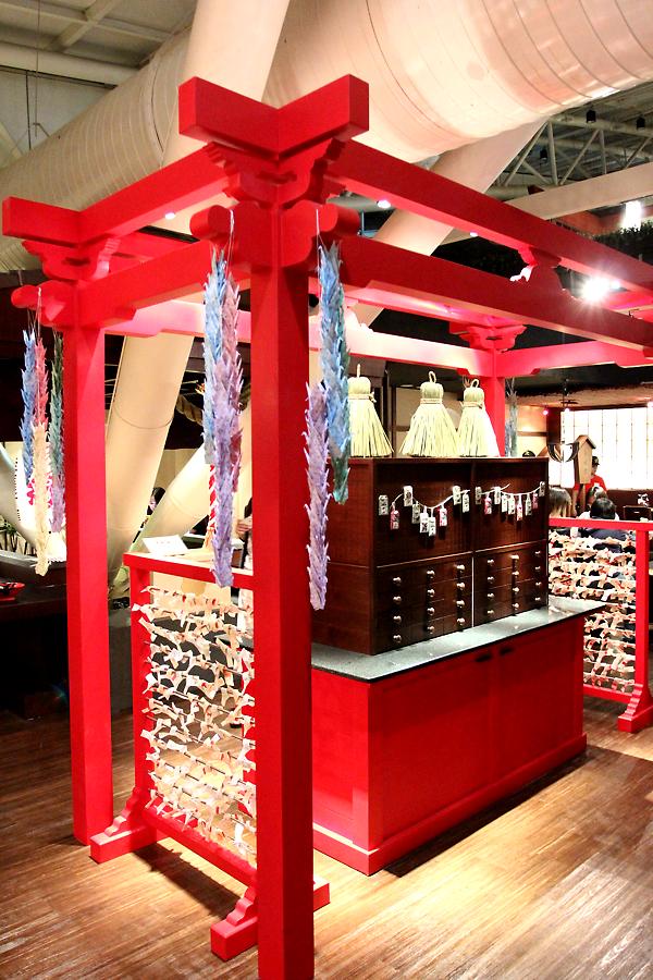 仿神社抽籤的櫃子與棚子