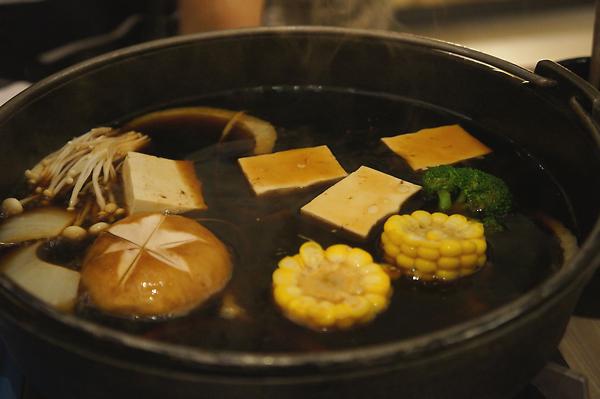 壽喜燒鍋開始喔!鹹度可以自己控制