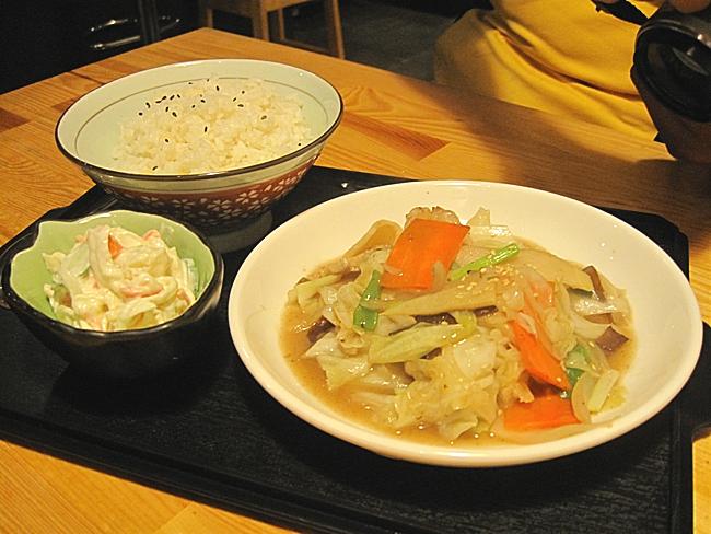八寶菜定食,八寶菜有竹筍、高麗菜、紅蘿蔔、木耳等