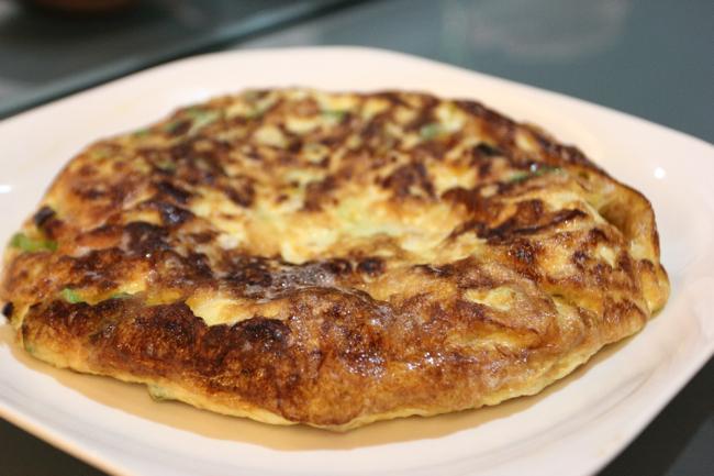 菜脯蛋,很大一盤,裡頭是呈現半熟狀態...