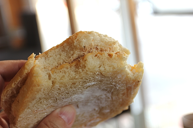 麵包很扎實!有嚼勁,頗有飽足感的啊