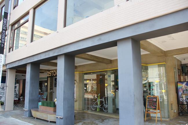25 togo 駁二旗艦店,一樓是專賣冰淇淋的店,號稱是手工冰淇淋...