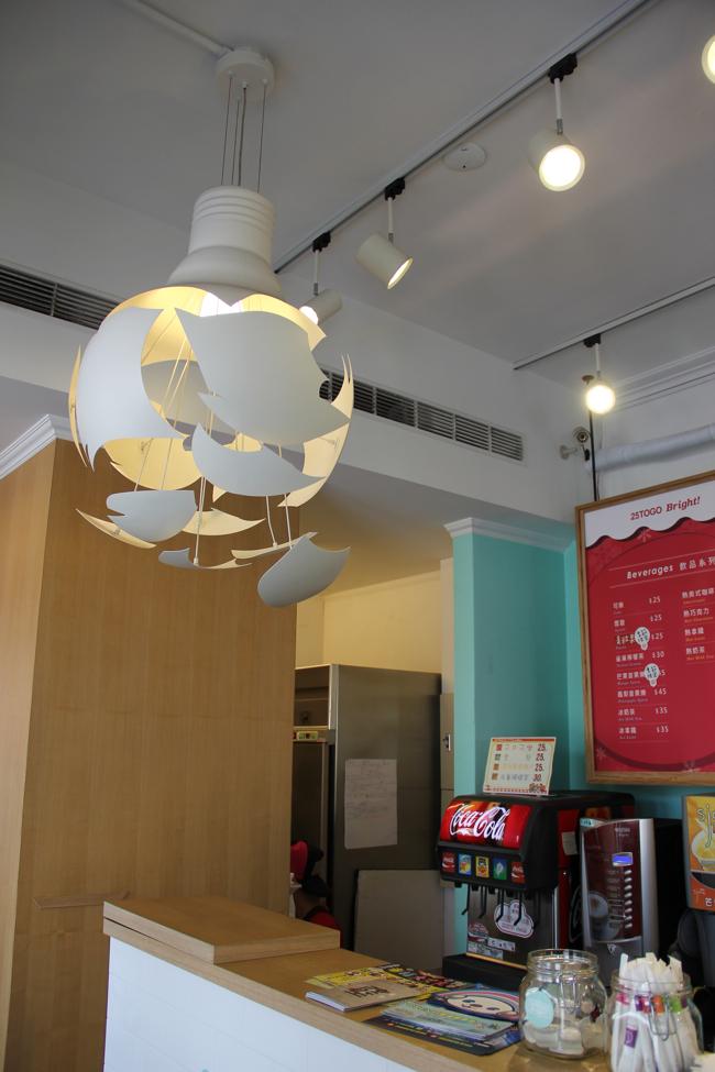 後來發現,連電燈都做成燈泡樣,蠻好看的椰