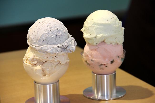 就是這個冰淇淋,底座是燈泡樣喔!