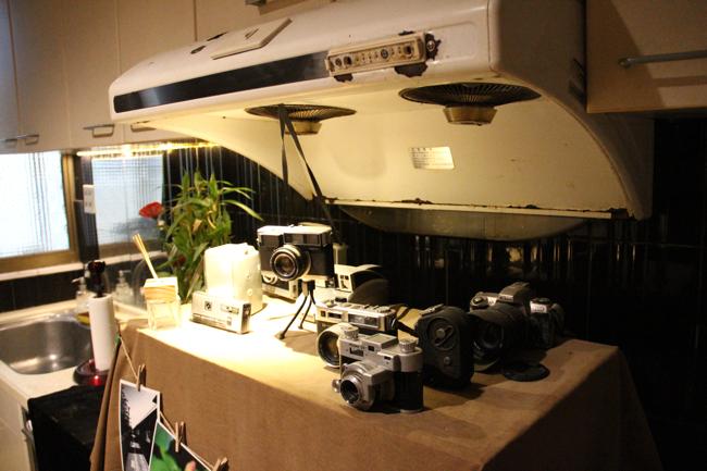 二樓這個排油煙機佈置成相機的擺放檯...