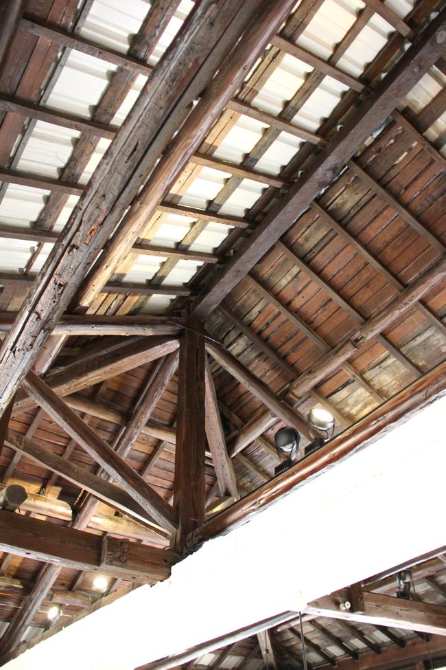 聽說天花板是檜木的?