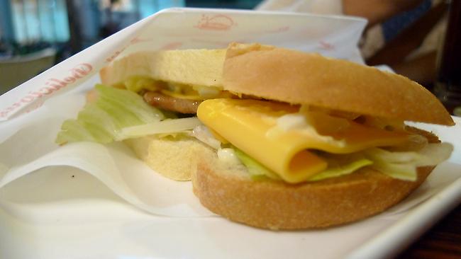 燒肉起士蛋沙拉三明治,很簡單的製作....