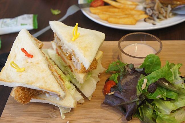 麥年塔塔魚,主餐外還有生菜沙拉