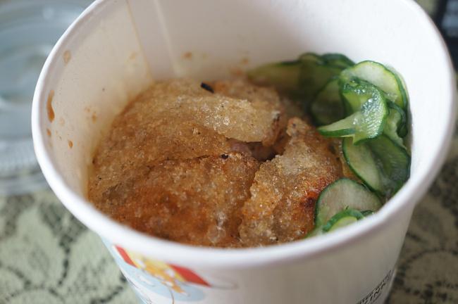 脆皮肉圓,除了皮特別外,外加黃瓜讓我乍看之下覺得好像在台南吃米糕的感覺...