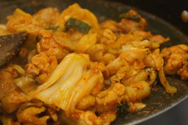完成品,比較乾式的做法,雞肉和料理都頗入味