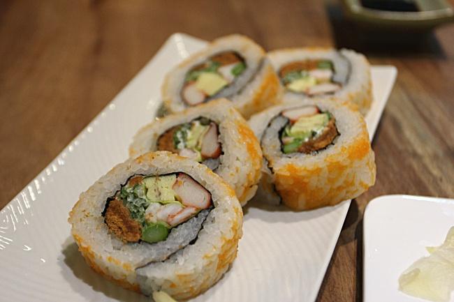 花壽司,飯的醋味較濃,個人是喜歡這種味道